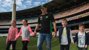 David Hussey supports Victorian 'Walk to School' initiative
