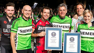 Cadel leads 1000 riders to break two World Records